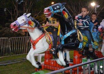 Parque de diversões é uma das atrações para os pequenos