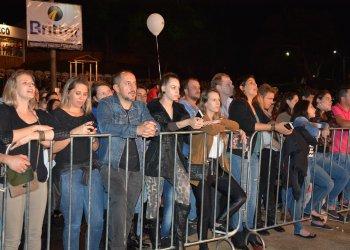 O público cantou os sucessos de Bruno e Marrone