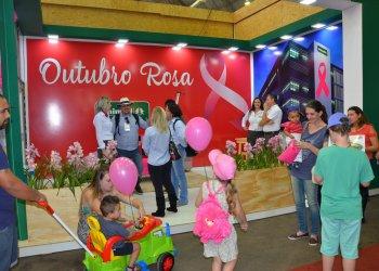 Lançamento contou com a presenta de representantes de entidades, imprensa e visitantes da feira