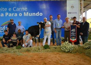 O título de Reservada Campeã Fêmea Jovem ficou com a família Dariva, de Chapecó