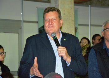O prefeito Luciano Buligon participou da entrega das faixas aos campeões e falou sobre a importância do setor agropecuário para o município